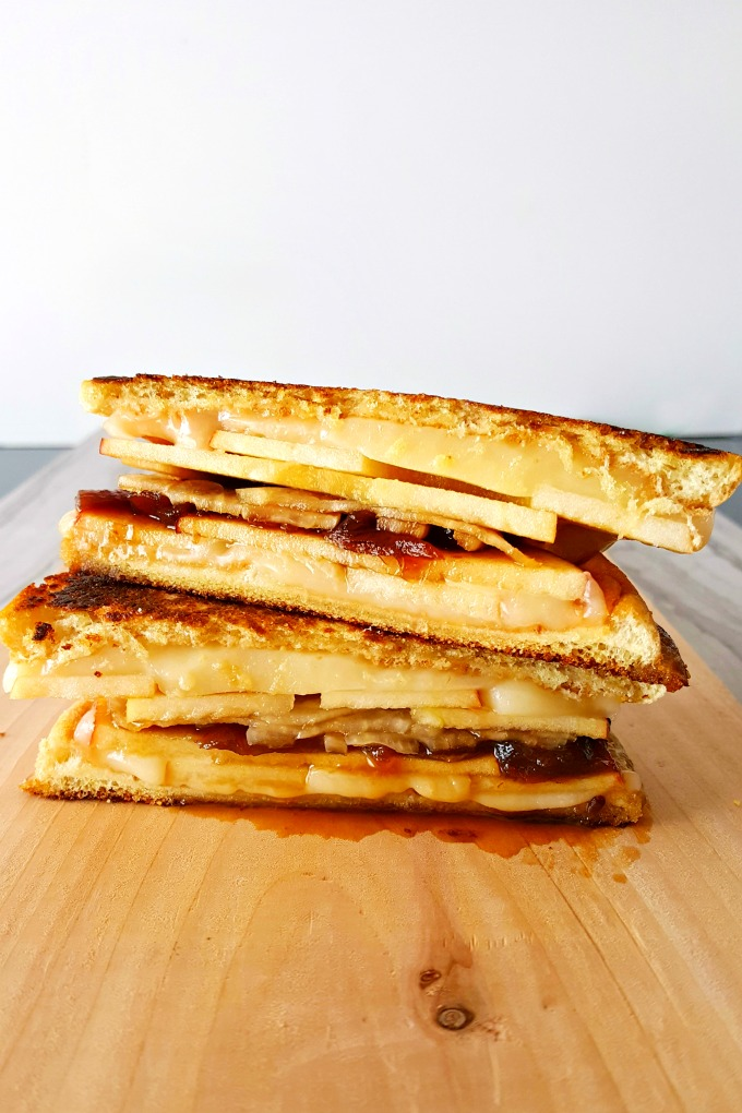 Apple Cheddar Grilled Cheese is fall in a grilled cheese. It has crisp and crunchy apples, sharp and creamy cheddar, and sweet and delicious caramelized onions. #AppleWeek