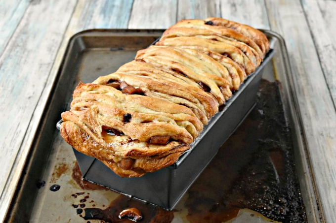 Canned biscuits and fried apples turn into a delicious breakfast bread. Pull Apart Apple Bread is simple to make which is good because your family will devour it. #AppleWeek