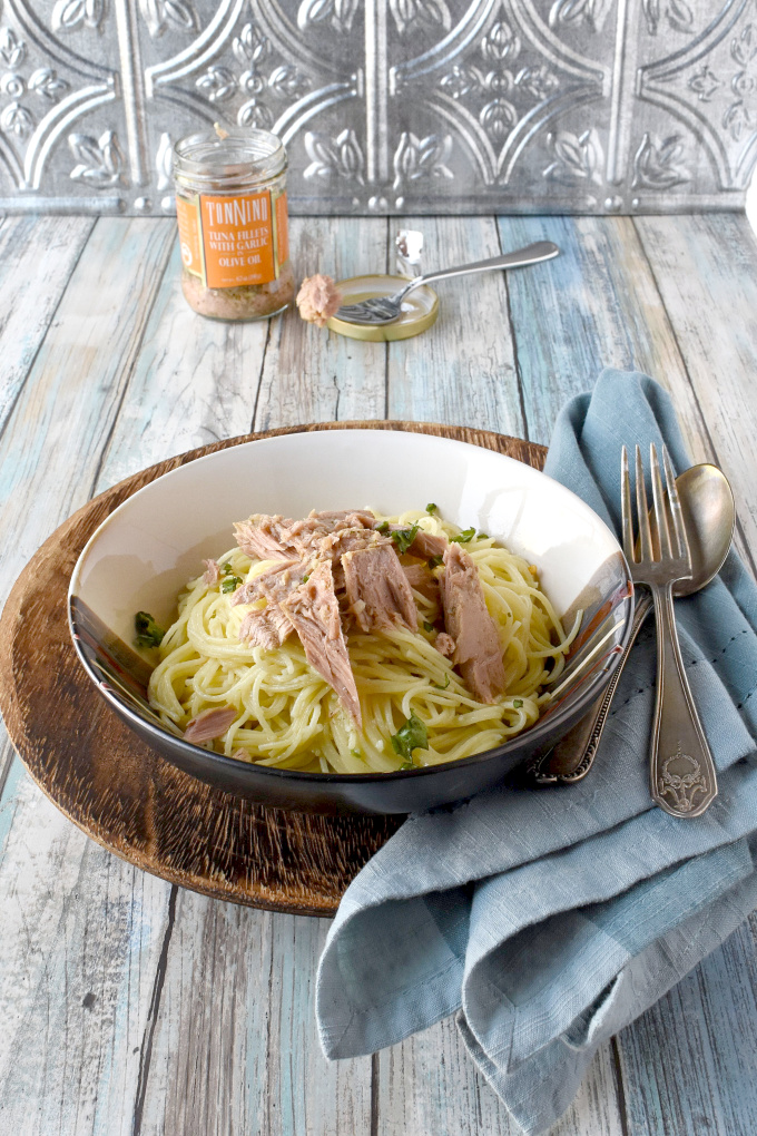 Aglio e Olio with Tuna might sound simple, but it's anything but! The complex flavors of the tuna with the olive oil and garlic makes for quick and easy meal that taste amazing.  #temptingyourtaste #tonninobloggerchallenge