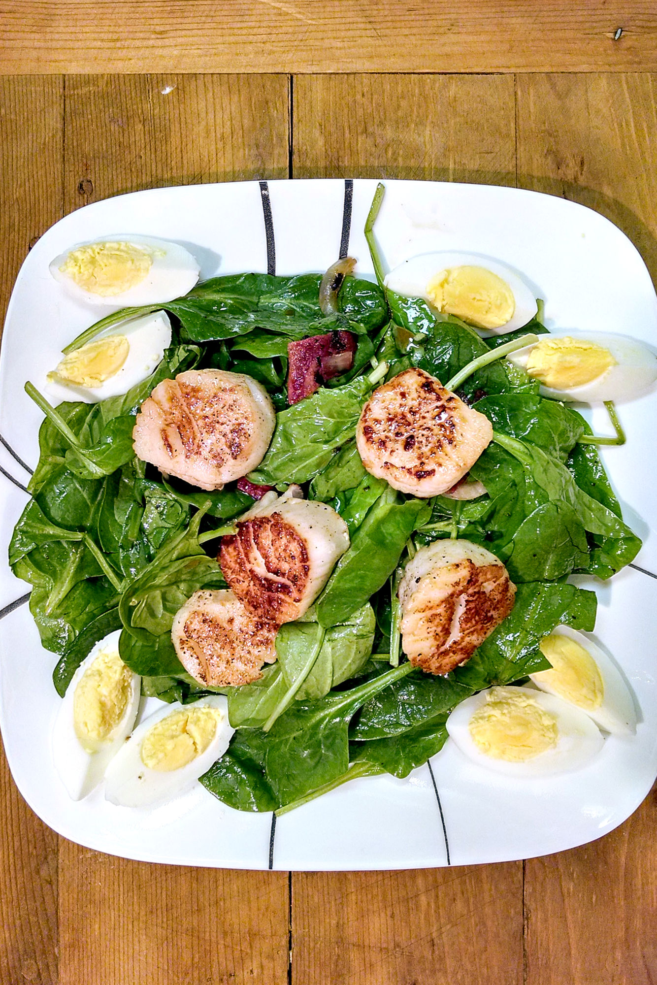 Wilted Spinach Salad with Pan Seared Scallops is super delicious! Seriously. DELICIOUS! I think the hubs licked his plate. AND it is so simple!!