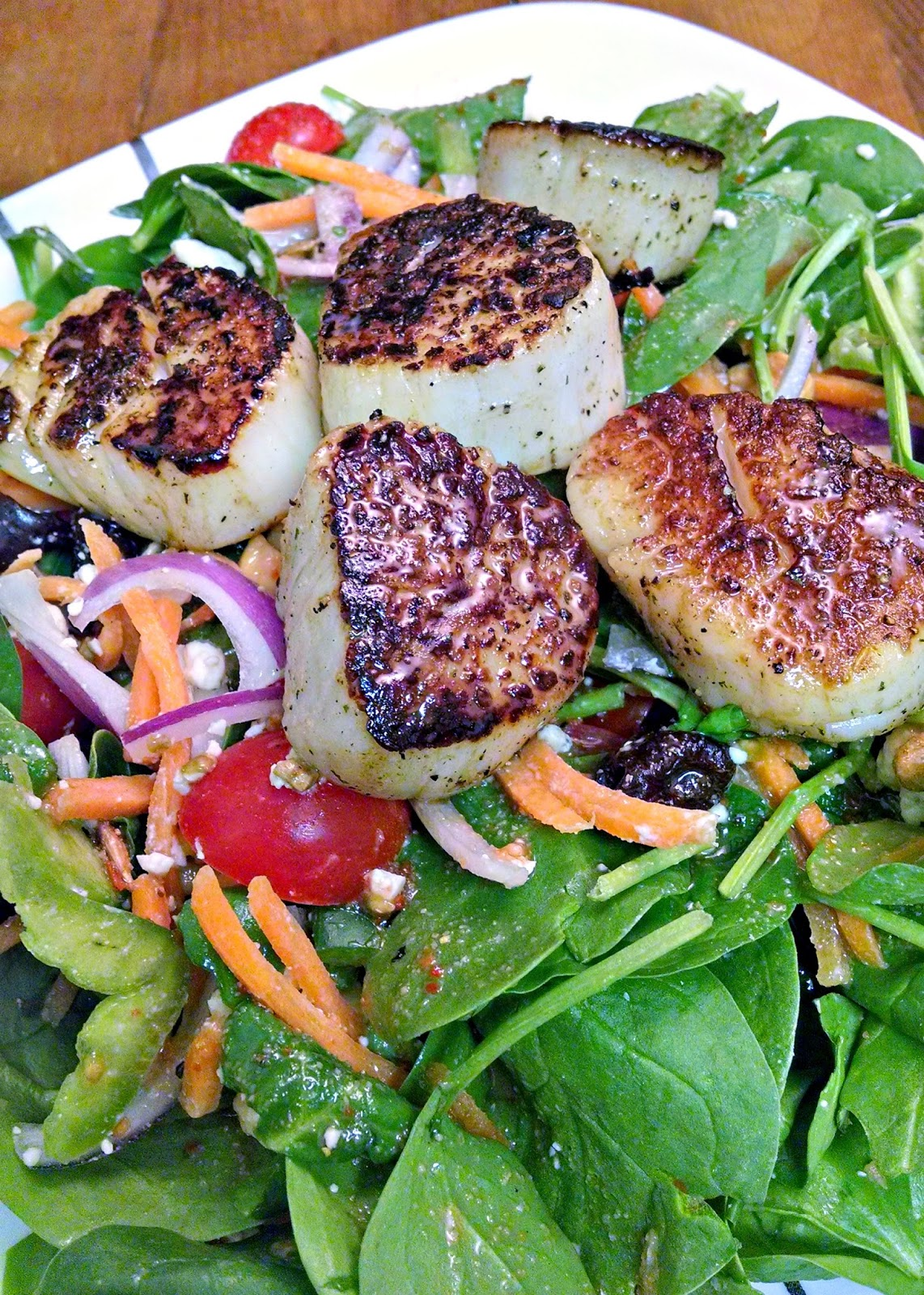 A Kitchen Hoor's Adventures | Spinach and Blue Cheese Salad with Scallops #Recipe