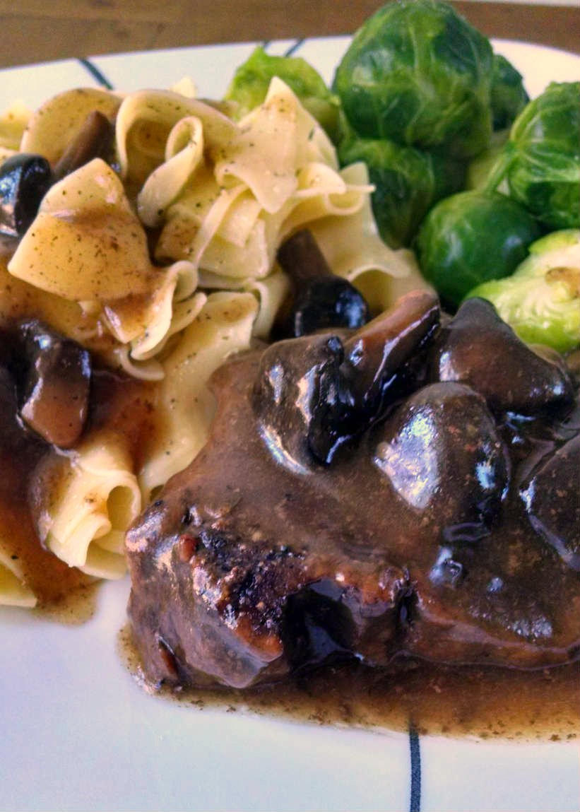 A Kitchen Hoor | #SlowCooker Stout Braised Chuck Steak