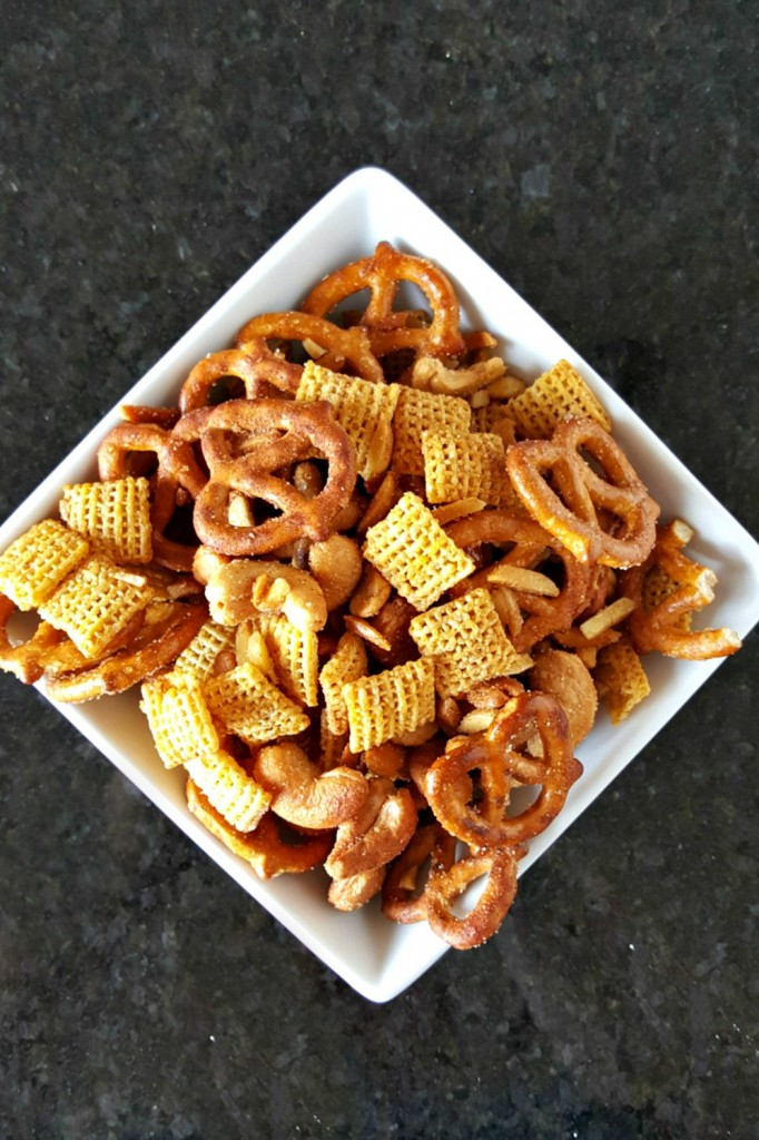 This Cinnamon Honey Nut Snack Mix for SRC reveal is sweet, salty, crunchy, and delicious! It's perfect for a mid morning bite, road, trip, or nibbles while watching a movie.