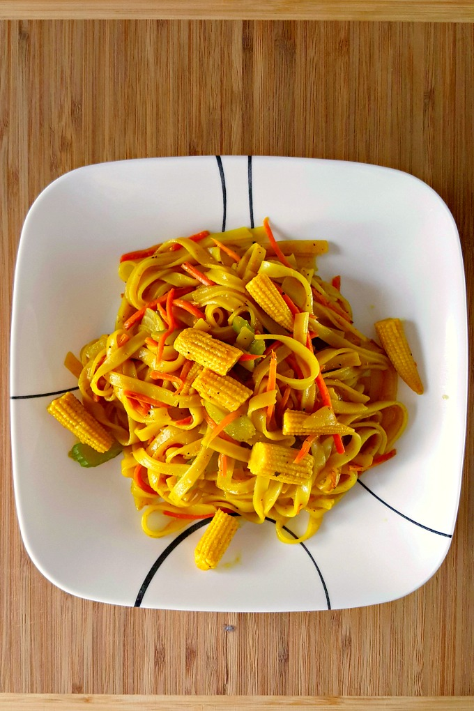 Packed with delicious flavor, this Curry Noodle Stir-Fry is a super quick, #meatfree meal for any night of the week! @AKitchenHoor