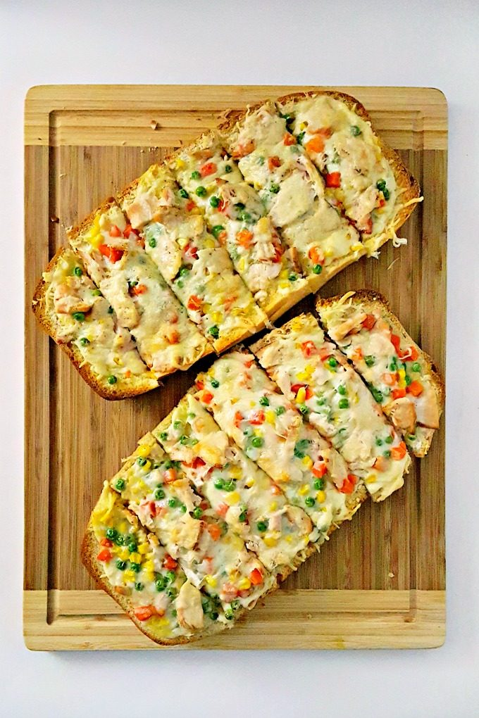 Inspired by a pie event, this Chicken Pot Pie French Bread Pizza is a mash up two comfort foods. It's super quick and easy to make for any night of the week. #SundaySupper