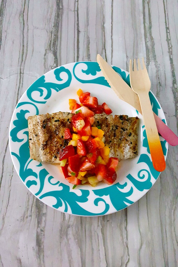 Packed with colors, flavors, textures, and Florida strawberries, this Grilled Fish Topped with Strawberry Salsa is the perfect way to warm up during the holidays! #SundaySupper
