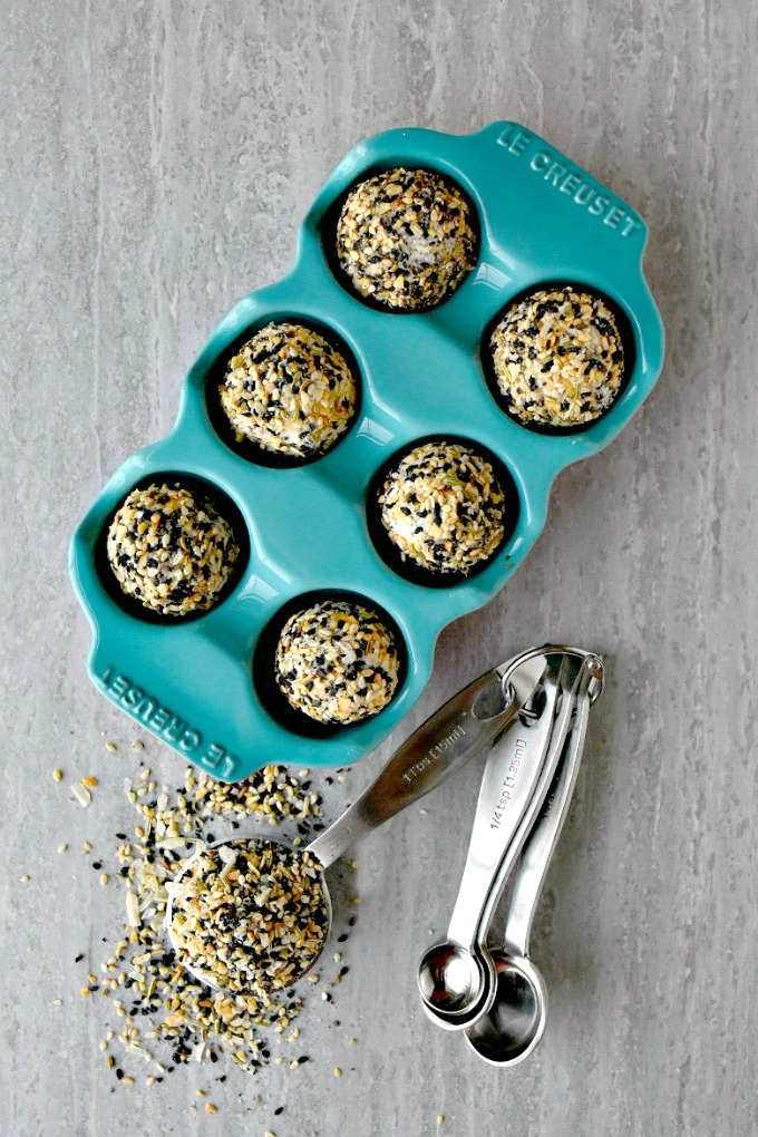 This spice blend packs a flavor punch! Everything Bagel Spice Blend Boursin Bites have that fave bagel flavor with creamy, herbed Boursin cheese inside. The perfect little pop of flavor-plosion you will love!