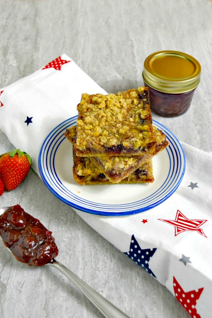 Strawberry preserves made with #FLStrawberry make the perfect filling for these Strawberry Crumble Bars. Strawberry flavor is sandwiched between buttery layers of oatmeal and almond crumble. #SundaySupper