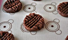 Chocolate Peanut Butter Cookies #Choctoberfest