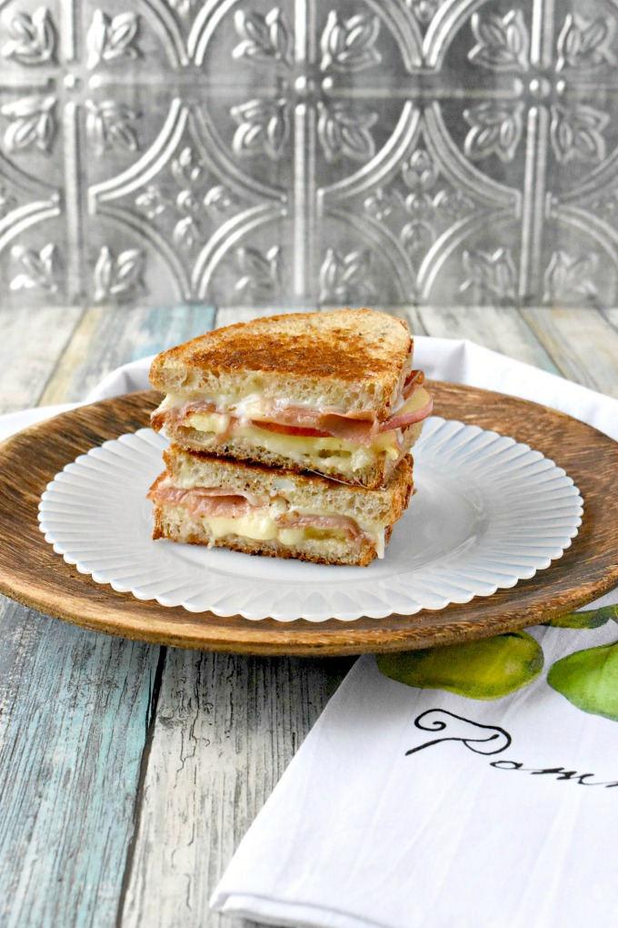 Apple Jamon Fontina Grilled Cheese are a sweet and savory sandwich everyone will devour! The sweet apples, the salty jamon, and the creamy Fontina all come together in this decadently delicious grilled cheese sandwich. They're easily grilled up on the Swiss Diamond, two burner griddle. #AppleWeek