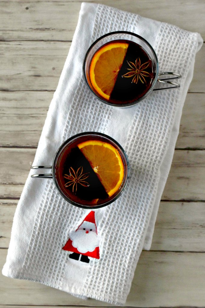 Warm up with the spicy goodness that is mulled wine!  Gløgg is a Swedish mulled wine packed with spice, a little sugar, and some fresh orange flavor. #ChristmasSweetsWeek