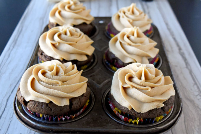 Chocolate Cupcakes with PB Fluff Buttercream are rich, delicious, and full of fluffernutter flavor.  Your kids will rush home from school to devour these delicious cupcakes. #BacktoSchoolTreats