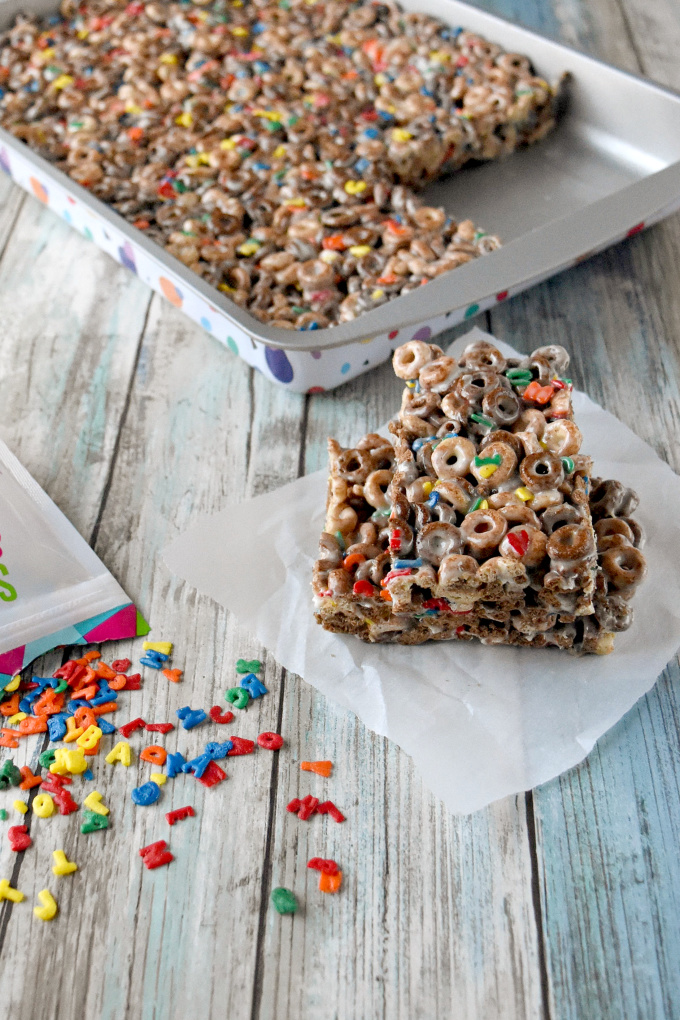 It takes 5 minutes tops to make these Easy Peanut Butter Cereal Bars. Oh, and only 4 ingredients. There's no reason you can't have these waiting for the kids when they get home from school. #BacktoSchoolTreats