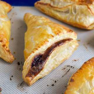 With just 5 ingredients and a little time, you can make Homemade Cherry Turnovers for your family. They're slightly sweet, extra crunchy and super delicious for breakfast or dessert. #Stonefruit