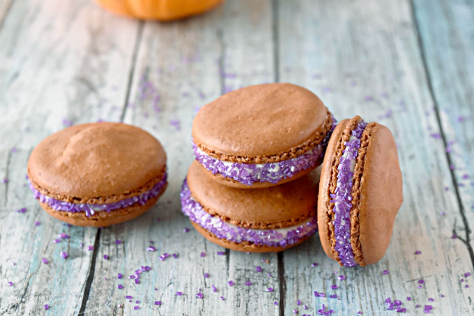 Pumpkin Pie Macaron actually taste like pumpkin pie!! Like a real pumpkin pie with rich pumpkin flavor thanks to ground pumpkin flour in the shells and the pumpkin pie syrup in the buttercream. #PumpkinWeek
