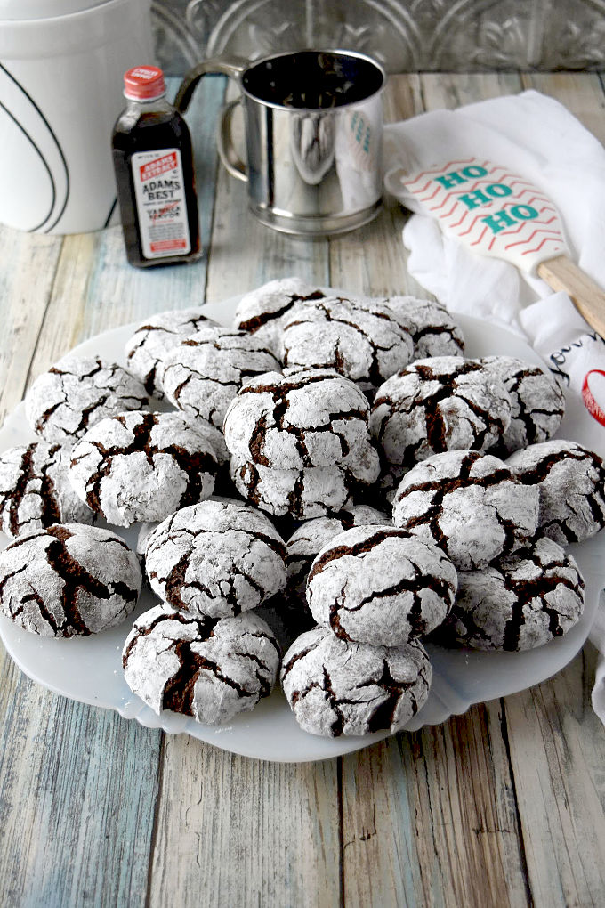 Dark Chocolate Orange Crinkle Cookies are super chocolaty with a hint of orange flavor. Get the kids in the kitchen and let them help roll the dough in the powdered sugar! #ChristmasCookies Week