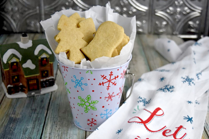 Buttery and delicious, Macadamia Nut Shortbread Cookies have that rich shortbread cookie with the hint of nuttiness to them. They're easy to make, and are top on my list of favorite cookies! #ChristmasCookies