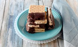 Fluffernutter Bites are a cross between a s'more and a fluffernutter sandwich. Marshallow fluff and peanut butter are sandwiched between graham crackers and dipped in chocolate. #BacktoSchoolTreats