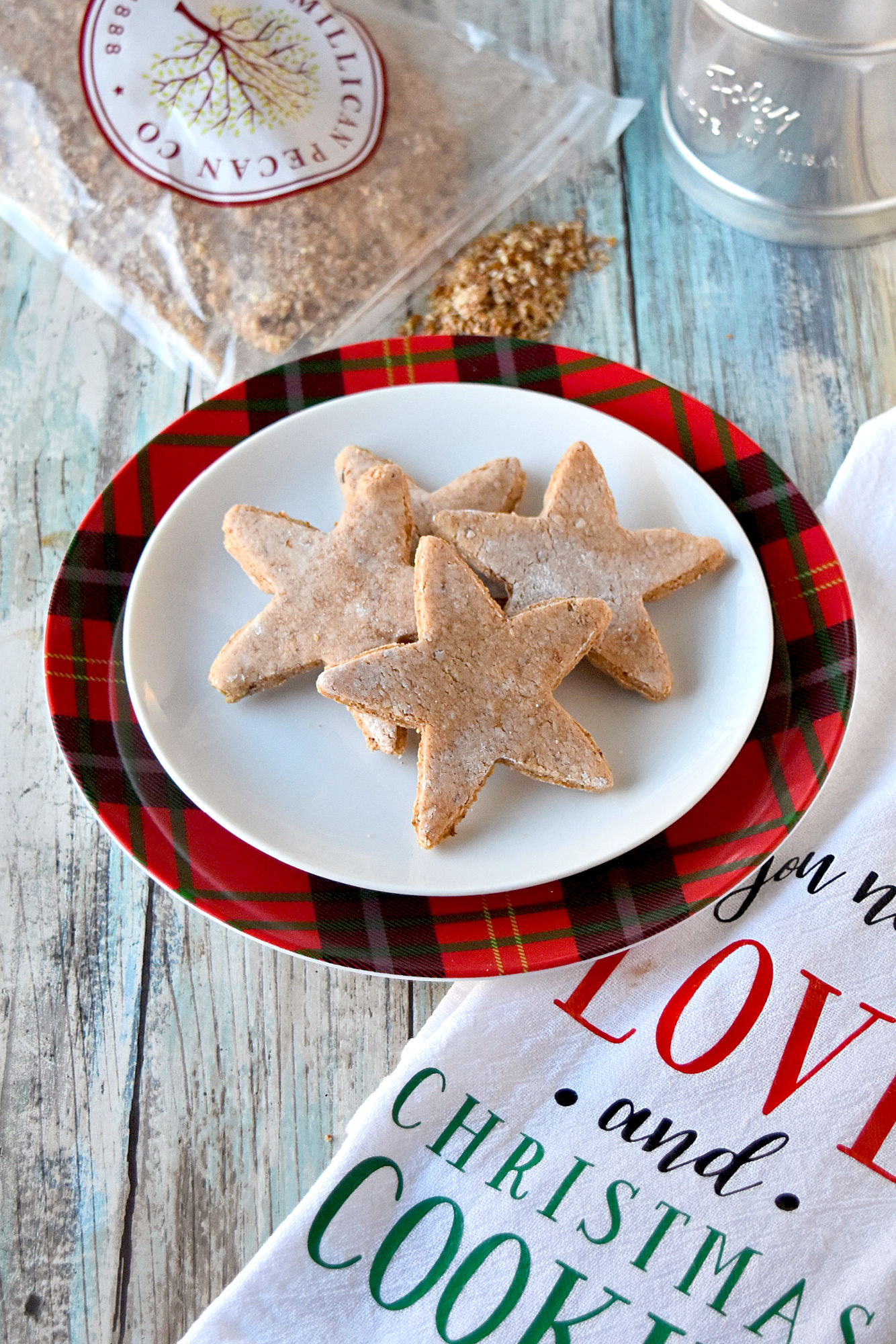Zimtstern are super simple to make and taste completely amazing! The nut meal and cinnamon in a meringue cookie is deliciously light. #ChristmasCookies