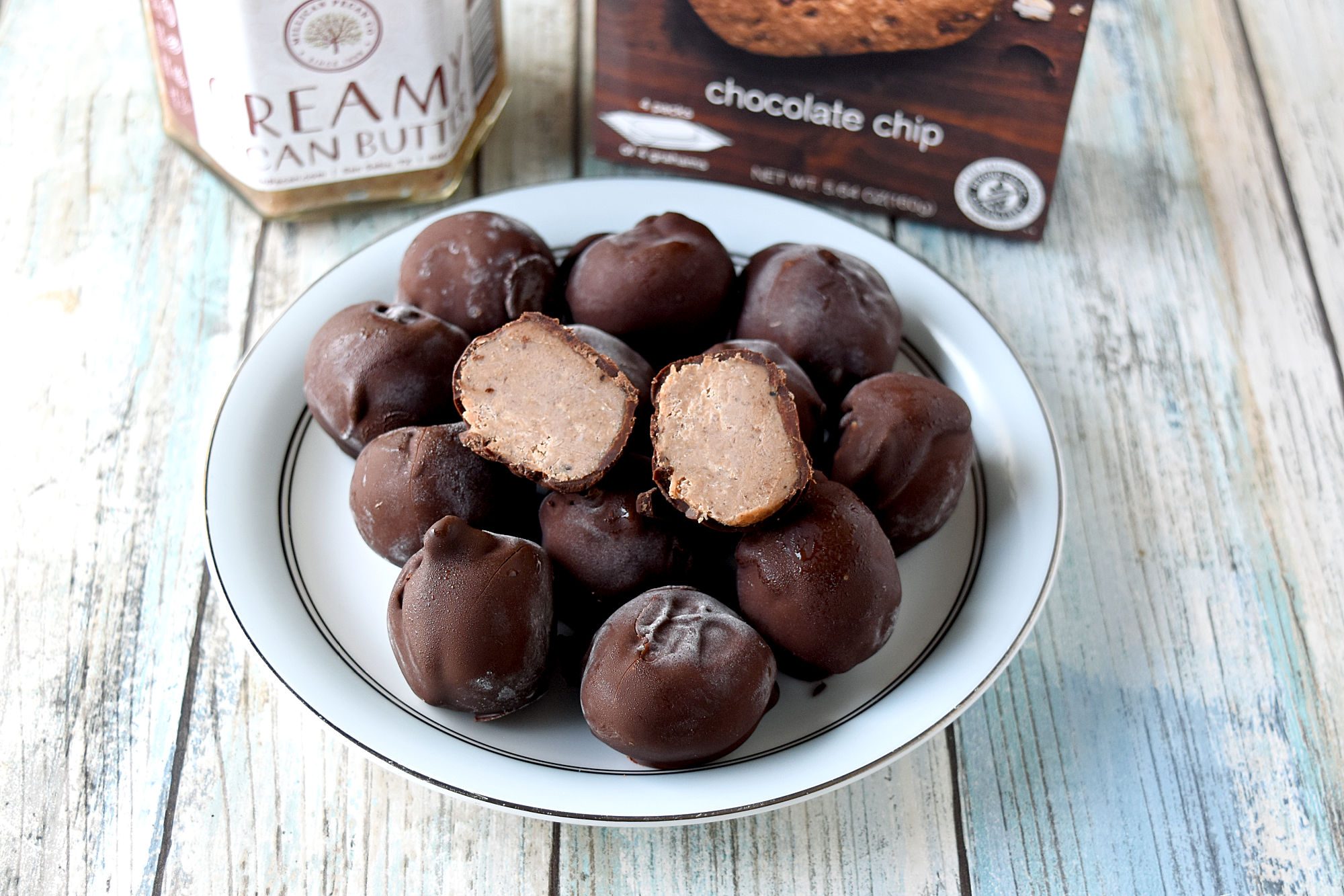 Chocolate Chip Pecan Truffles are healthy cookie truffles! Made with Nairn's chocolate chip grams and Millican Pecan's scrumptious pecan butter, these truffles are guilt free and wholesome. #FallFlavors